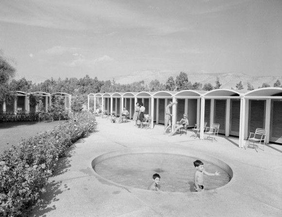 1959 ~ Βουλιαγμένη. Ακτή Αστέρας.