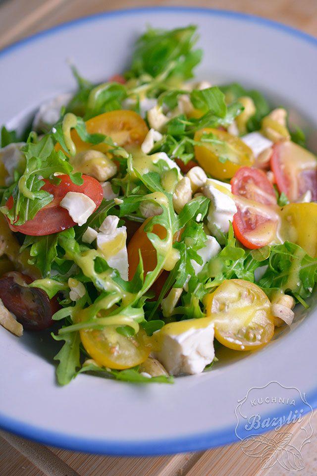 Salatka Z Kozim Serem I Pomidorkami Szybka Salatka W 15 Minut Recipe Delicious Salads Healthy Recipes Salad