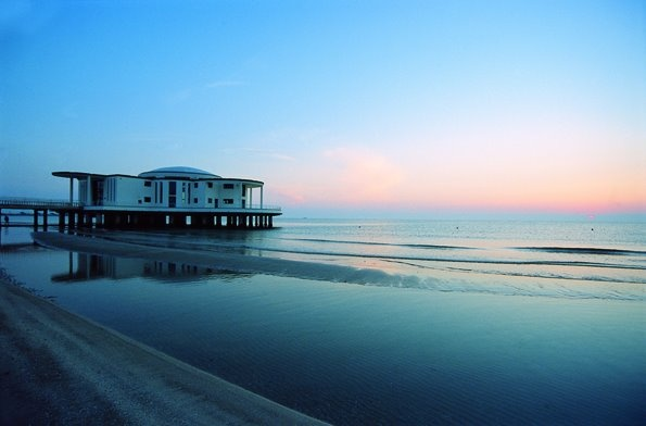 Le acque di Senigallia sono Bandiera Blu da diversi anni. Famosa la Spiaggia di Velluto, chiamata così per la sua sabbia morbida e fine. Prenota una vacanza con noi: www.bbplanet.it/dormire/senigallia :)