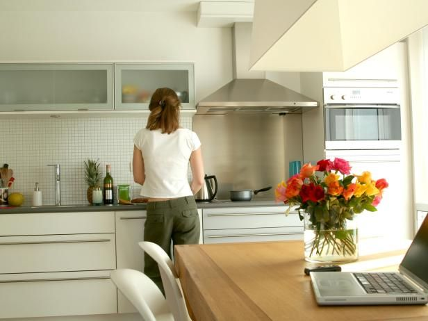 The experts at HGTV.com share organization tips on clearing paper clutter from your home.