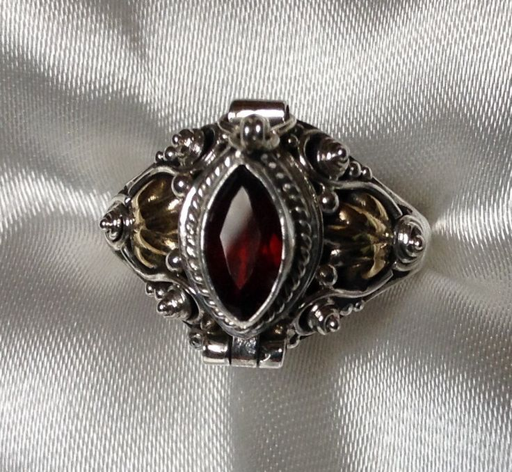 Renaissance Poison Ring; Garnet / Sterling Silver ~ Size 8