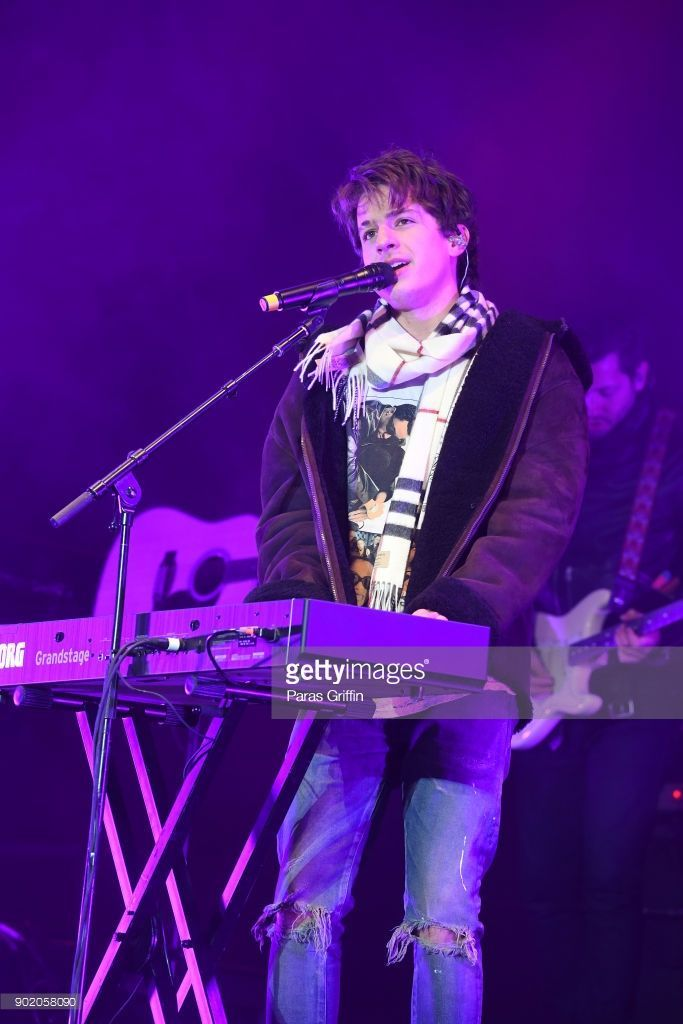 National Championship Atlanta 2018 At T Playoff Playlist Live Photos And Premium High Res Pictures Charlie Puth Charlie Charlie Day
