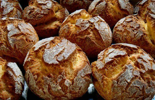 How to make Portuguese corn bread (pao de milho).