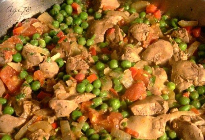 Lecsós-rozmaringos csirkemáj zöldborsóval