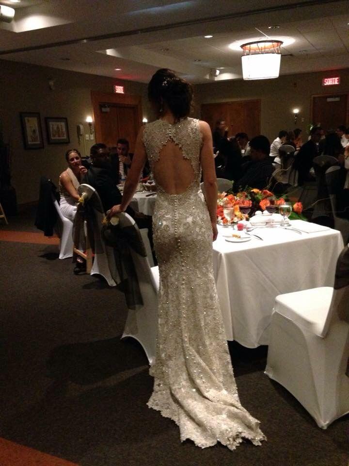 Le dos de la robe de Jodie
