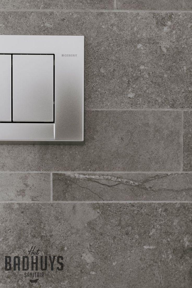25 beste idee n over donkergrijze badkamers op pinterest moderne badkamers - Deco toilet grijs ...