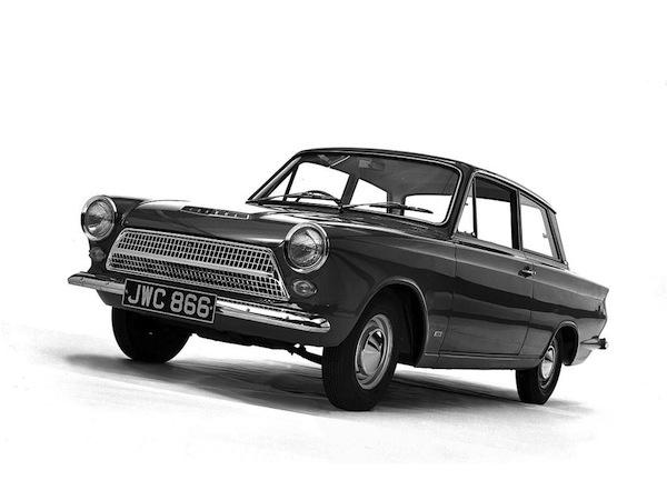 Pierwszy model Hyundai Cortina z 1968 roku wyprodukowany przy współpracy z Fordem.