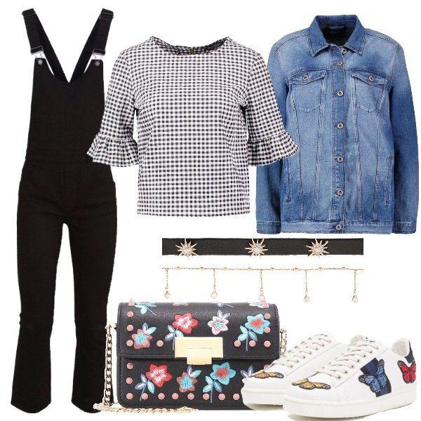 Una combinazione trendy e sbarazzina. Salopette nera dalla gamba svasata, camicetta Vichy e giubbotto jeans leggermente oversize. A rendere il tutto un po' street style il set di collarini, le sneakers con farfalle e la tracolla con borchie e ricami floreali.