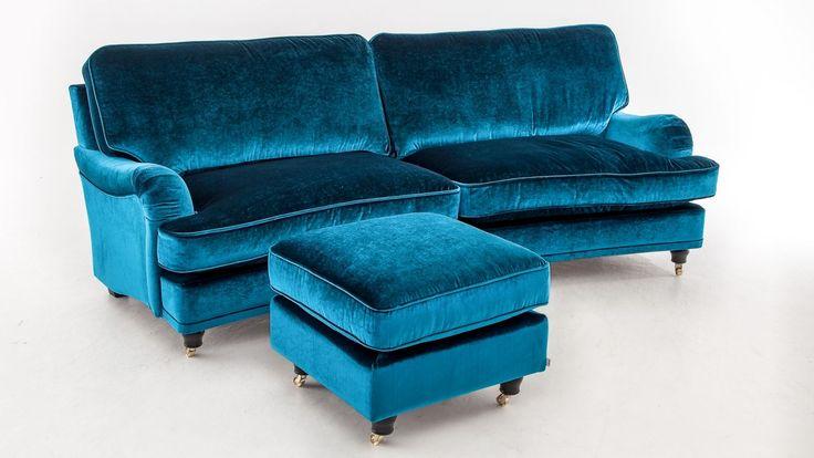 Ridiculously cool Howard sofa.  Svängd Howardsoffa med dunstoppning och sammetstyg med vackra färgskiftningar.