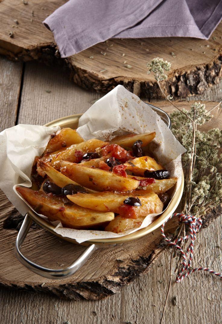 πατάτες γιαχνί στον φούρνο με ελιές και άνηθο