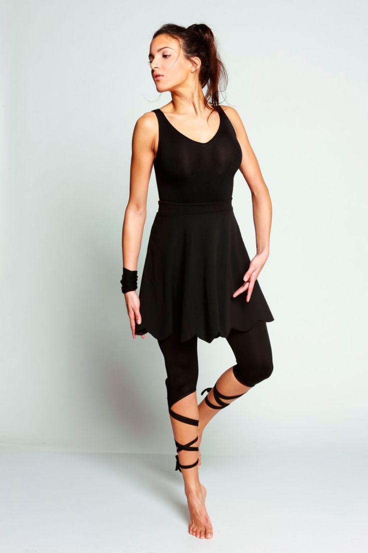 Venda Bodyskult / 34701 / Fitness, running e ioga / Leggings, joggings e calções / Saia plissada Preto