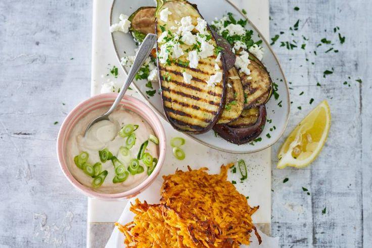 Kijk wat een lekker recept ik heb gevonden op Allerhande! Monique van Loons zoete-aardappellatkes met auberginesalade