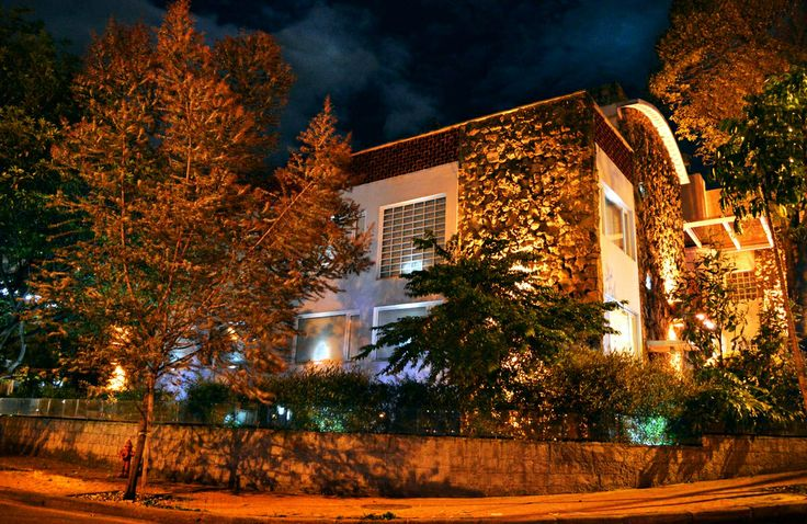 Casa Gaitan Cortes vista nocturna  #LuxuryHotelsAdvisor #Arquitectura #Luxury #Hotels #Bogota
