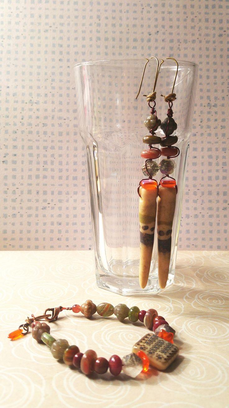 Sieraden set armband en oorbellen, Lange gestapelde spike oorbellen, Birdie klei spikes, Czech glas via Birdie Accessoires