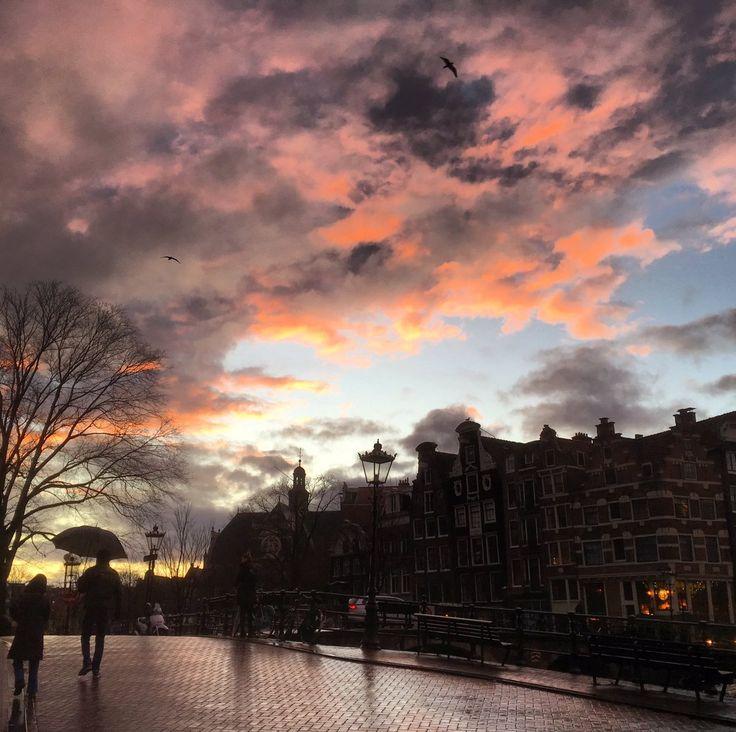 """nel de jager on Twitter: """"Na een flinke bui een prachtige lucht. #KortePrinsengracht 05-01-2018 https://t.co/kGA7y7HG27"""""""