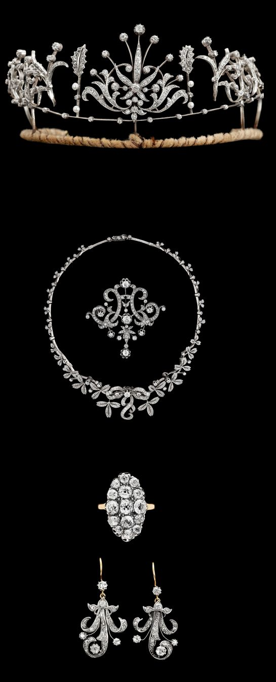 A set of diamond jewellery, second half 19th century. Silver/gold. Tiara, necklace, brooch, earrings and ring, with old- and antique cut diamonds, total appox. 15 cts. In a fitted box.