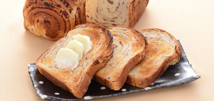 「料亭のあんぱん」下鴨茶寮(京都) 粒あんは丹波大納言、パン生地は酒種。 食パン型ならではのこんがり焼いてバターを塗って食べるのが...美味しそう!
