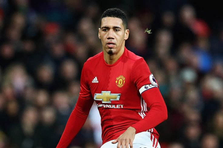 Manchester United transfer news: Chris Smalling wanted by Everton