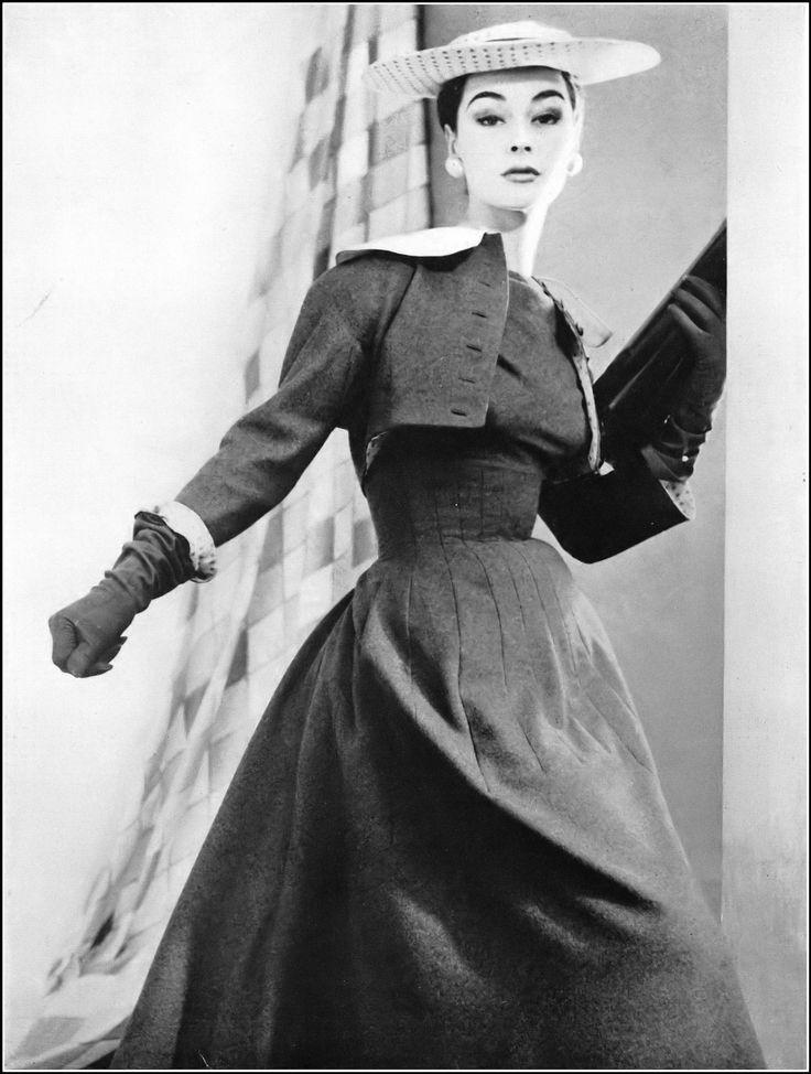 "Jacques Fath P/E 1954 ""Hirondelle"". Photo Henry Clarke. Mannequin Ann Gunning."