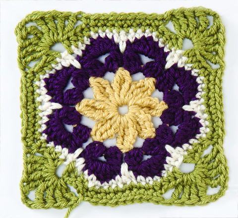 How to Make an African Flower | crochet today  pretty for a afghan or trivits or dish rags if in cotton.