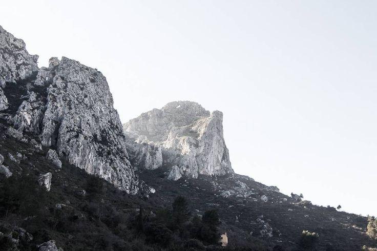 La forada La vall de la Gallinera Spain 2016 . . . #valldelagallinera #Valencia #foradada #mountains #landscape #blackandwhite #bnw #blackwhitephotography #Spain #2017 #jordinn