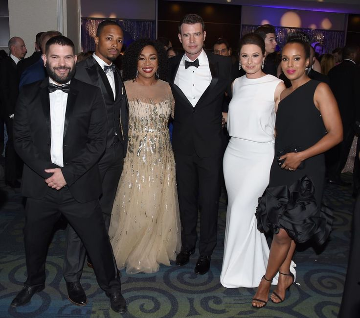 (L-R) Guillermo Diaz, Cornelius Smith Jr., Shonda Rhimes, Scott Foley, Katie Lowes and Kerry Washington get together for photos at the Yahoo News/ABC News White House Correspondents' Dinner Pre-Party.