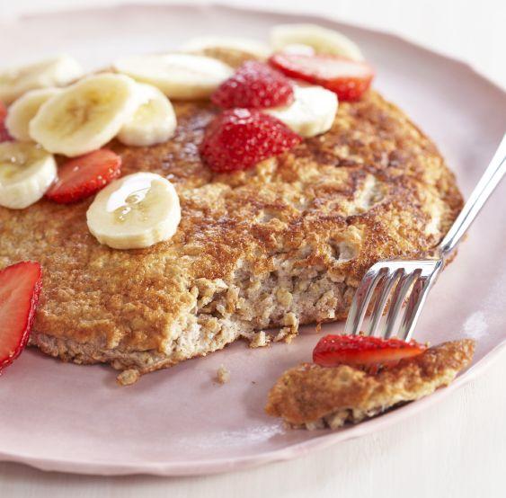 Pancake con avena e albumi, probabilmente la ricetta base per chiunque voglia una colazione nutriente ma leggera