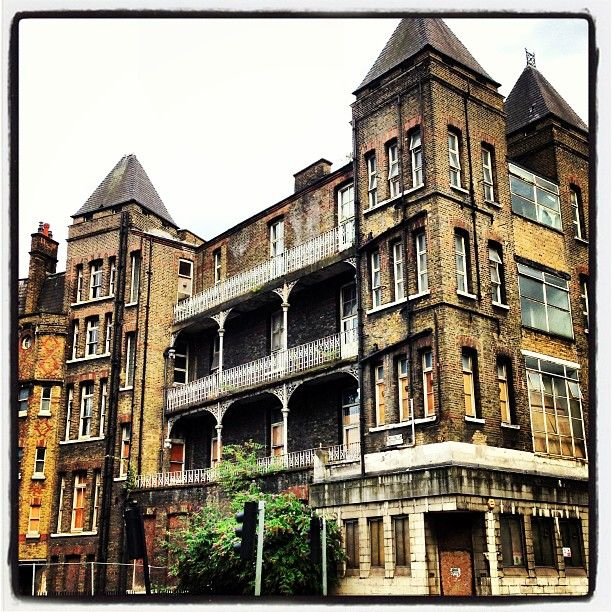 More pictures of the #scariest buildings in #London (I think) the #disused and #rundown former Temperance Hospital #Hampstead road nr #Camden #Euston #derelictlondon #spooky #KookyLondon https://itunes.apple.com/gb/app/kooky-london/id625209296?mt=8 #England #uk #greatbritain #victorian #georgian #architecture #quirky #kooky #Britain #ig_london #igerslondon #igers #photography #photoftheday