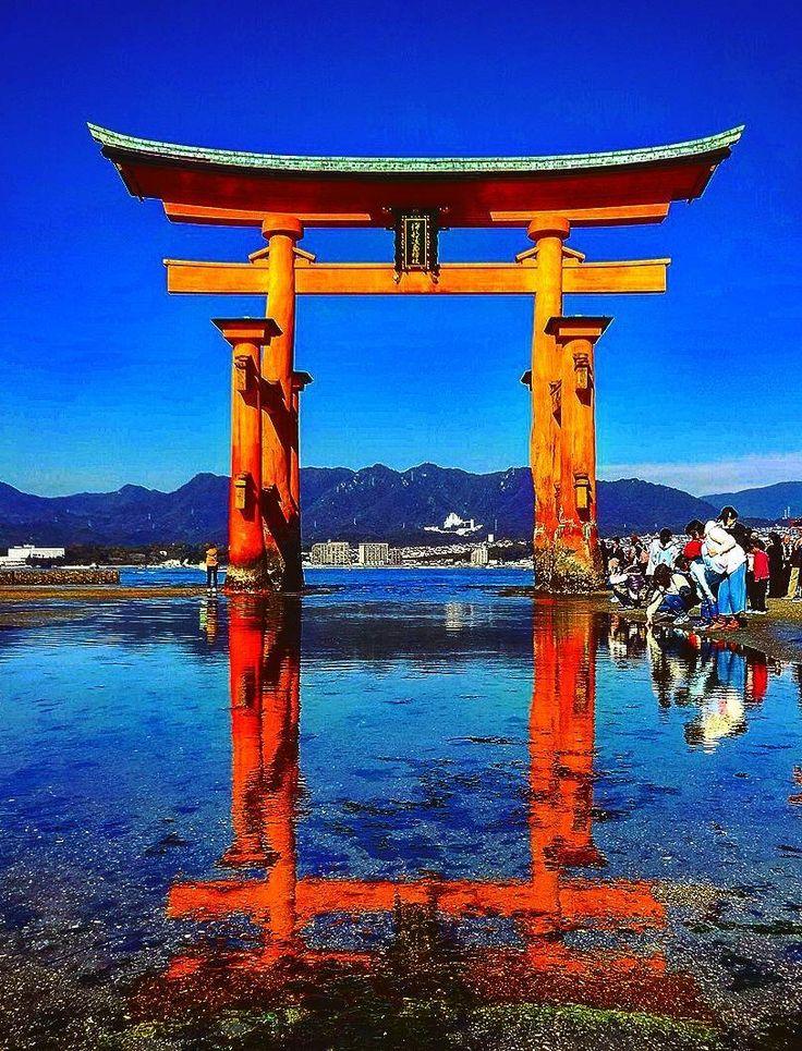 Itsukushima, Hiroshima, Japan @emmy_schatje