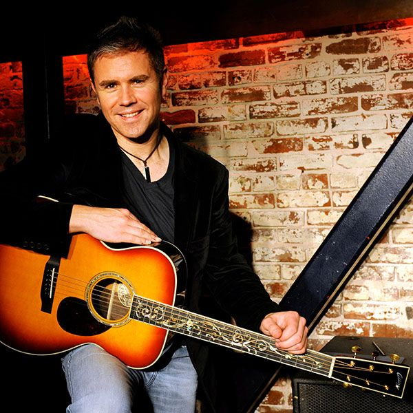 Neil Byrne@neilbyrne_CT  So proud to be affiliated with @collingsguitars and posted as one of their #artists