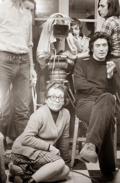 Marguerite Duras et Sami Frey pendant le tournage de Jaune le soleil (1971) ...