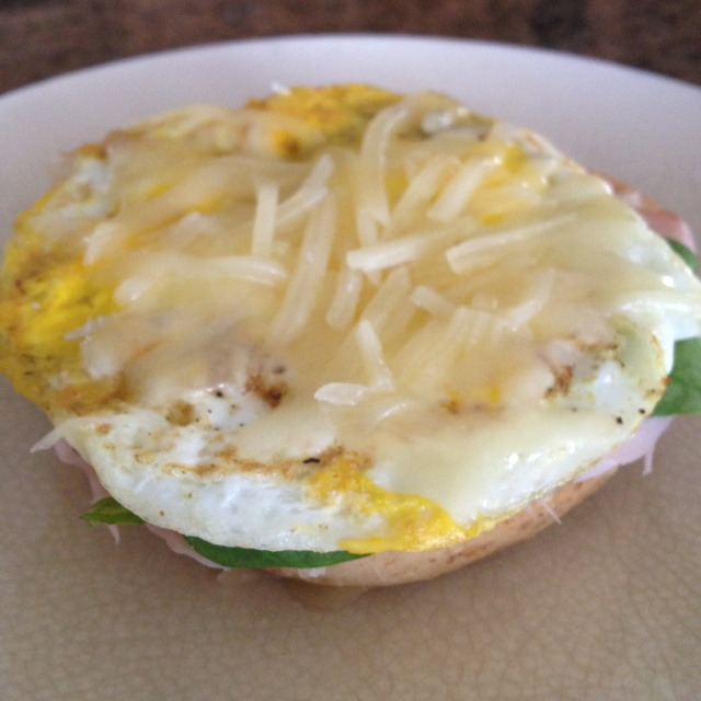 ... spinach leaves, fried egg (in extra virgin olive oil spray) & gruyere