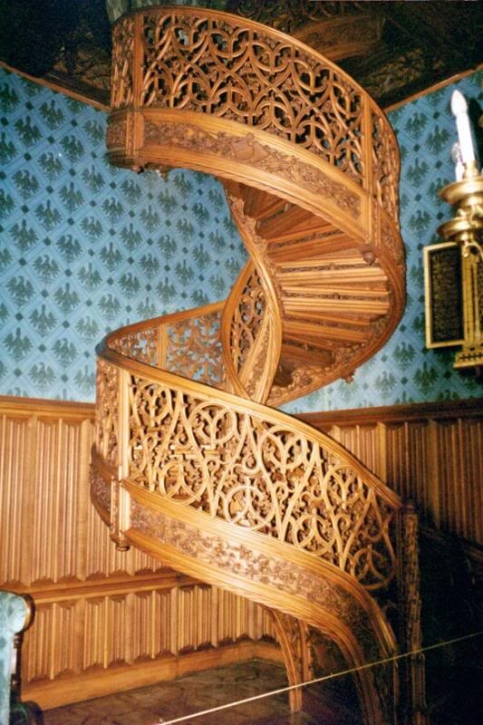 Best Spiral Staircase Carved From One Single Tree Trunk 400 x 300