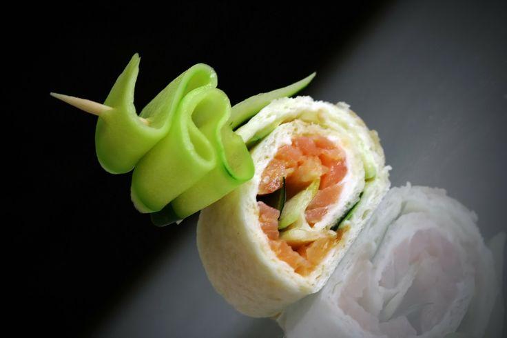 Les petits wraps #Kiri #saumon et #concombre ! Vous n'en ferez qu'une bouchée !  #kiri #recette #enfant #wrap #facile #apero #gourmand #sain