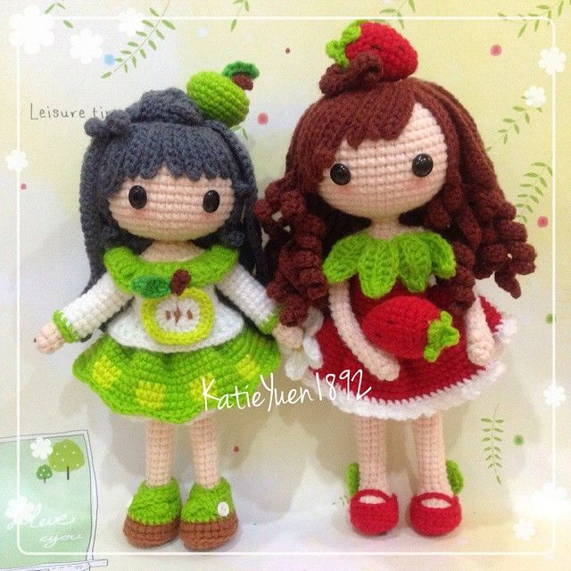 苹小果和 小莓  Apple and her sister Strawberry~  #amigurumi #adorable #crochet #crochetdoll #doll #häkeln #haken #handmade #hobby #handcraft