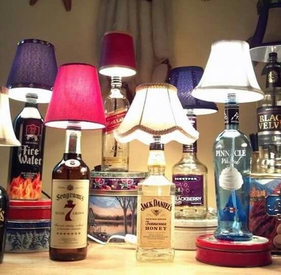 Lamp van een drankfles. Leuk om de fles in gesso te zetten en een mooie kleur te geven