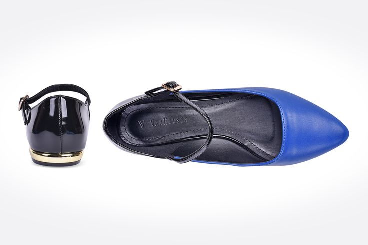 Pozr Photography provides retail Product pototgraphy in Melbourene. Stunning  Blue Shoes photo #vanhusenshoe #vanhusenblueladyshoe #Productphototgraphy #MelboureneProductpototgraphy