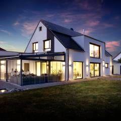 Wohnhaus mit vernetzter Haustechnik und cleveren Funktionen: mediterrane Häuser von Klaus Geyer Elektrotechnik