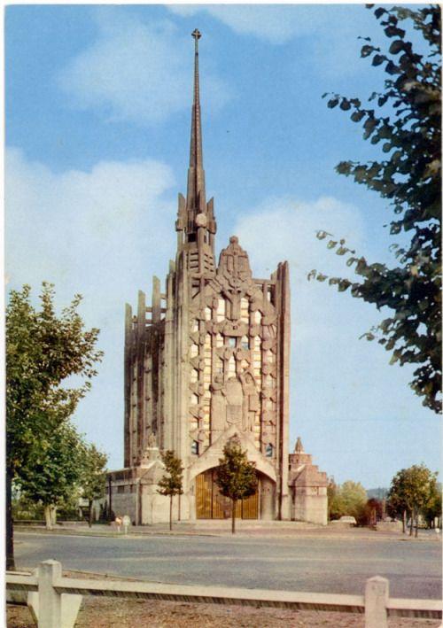 """Church """"Sainte-Thérèse-de-l'Enfant-Jésus"""" (1927-28) in Elisabethville, France, by Paul Tournon"""