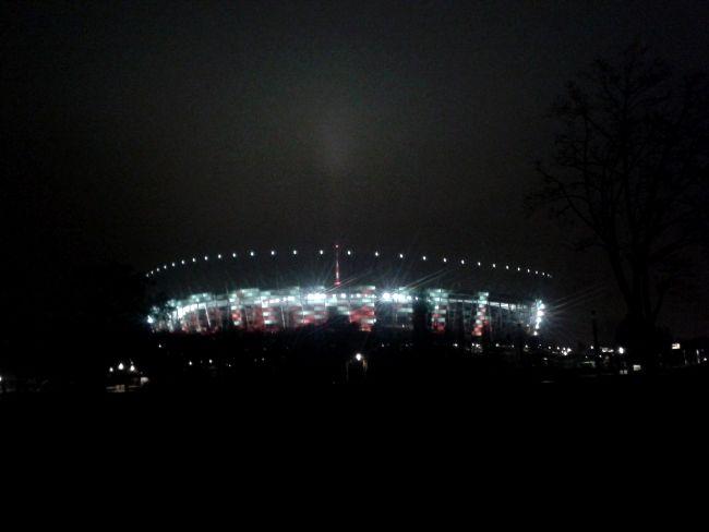Stadion Narodowy w Warszawie nocą - fot. Tomasz Janus/sportnaukowo.pl