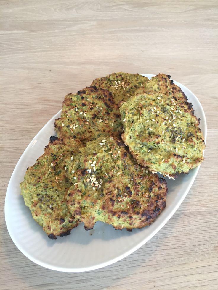 Grillede vegetar bøffer.   2 dl rødekogte linser  1 håndfuld spinat 1 dl edamamebønner 1 løg  1 hvidløg 1 gulerod  1 æg 1/2 dl glutenfri havremel 2 spsk havregryn  Friske krydderurter, salt/peber   Alt blandes og blendes til den ønskede konsistens opnås. (Som fars til frikadeller)  Lav klatter på en bageplade eller en grillplade.  Kan ikke ligges direkte på grillen!!!  I ovn ca. 20 min ved 185 grader  På grill ca 15 min  Vendes et par gange