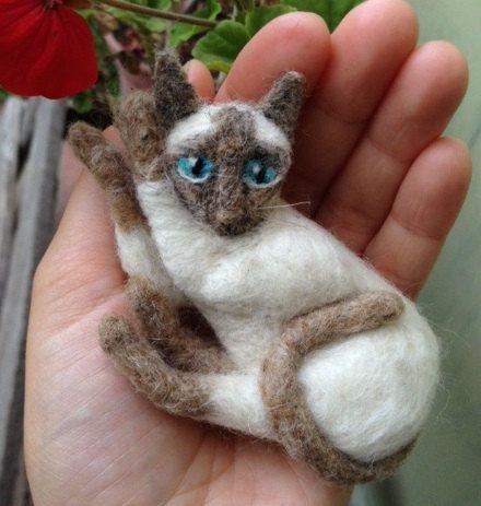 Made-to-order: Custom needle felted cat soft sculpture. Pet portrait figurine. Woodland animal decoration by Moninos on Etsy