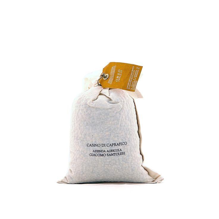 #Orzo #Perlato #Casino di #Caprafico. L'orzo perlato ha come principali caratteristiche la digeribilità e la capacità di rimineralizzare le ossa grazie al buon contenuto di fosforo.  Dalla forma allungata, è un #orzo molto nutriente particolarmente indicato nell'alimentazione di #anziani e #bambini.  L'orzo perlato è l'ingrediente indispensabile per #minestroni invernali, #insalate estive con il #farro e #risotti di àverdure.   Un complice in #cucina da non sottovalutare.