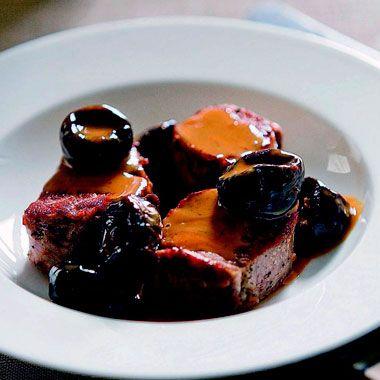 Sautéed Pork Tenderloin with Prunes Recipe |  μπορεί να γίνει και με βερίκοκα