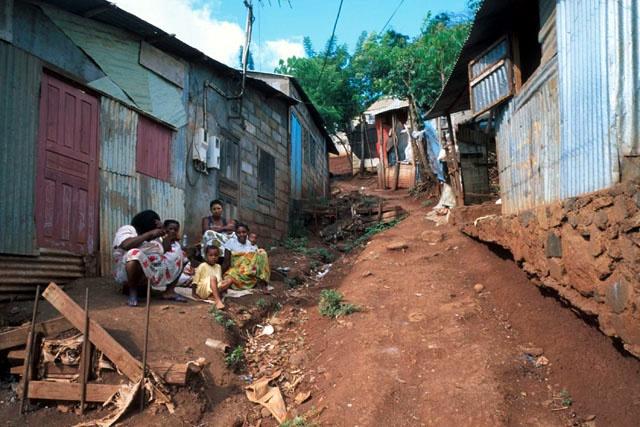 Projetos de Desenvolvimento de Mayotte , vários locais de Mayotte, Mayotte - Uma solução típica que ainda tem de passar por melhorias de infra-estrutura