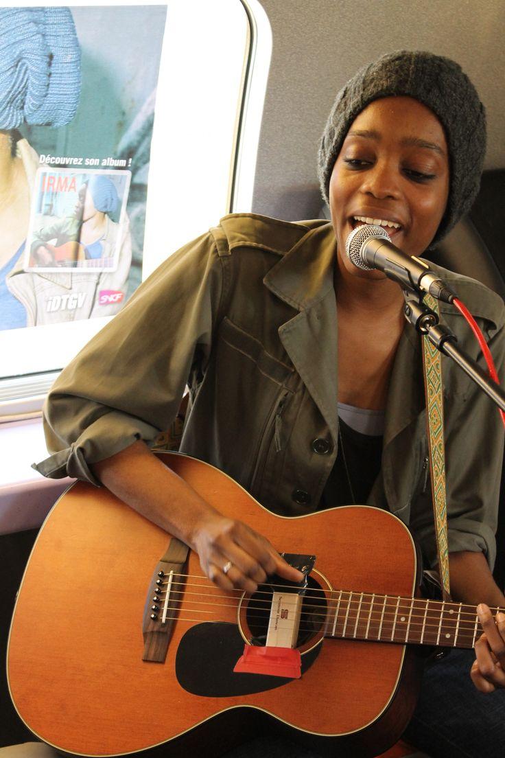 La chanteuse Irma a donné un showcase à bord, en partenariat avec M6 Music Hits.