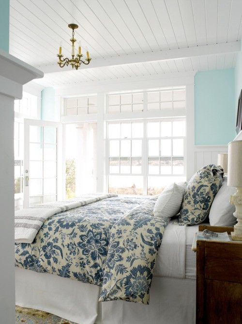 bright bedroom: Dreams Bedrooms, Wall Colors, Window, Blue Wall, Beds Spreads, Blue Bedrooms, Master Bedrooms, Beaches Houses, Guest Rooms