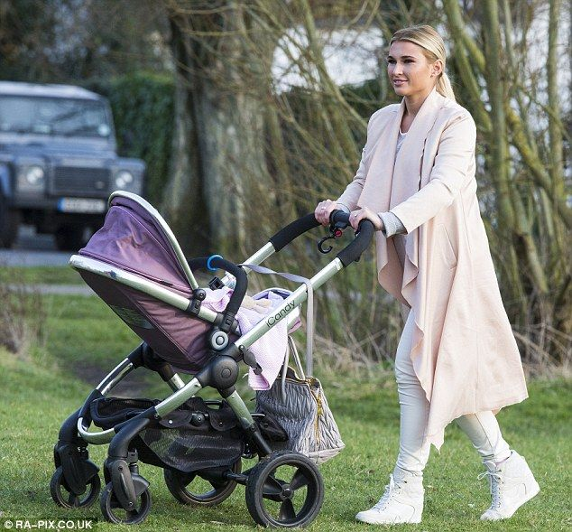 Billie Faiers & baby Nelly