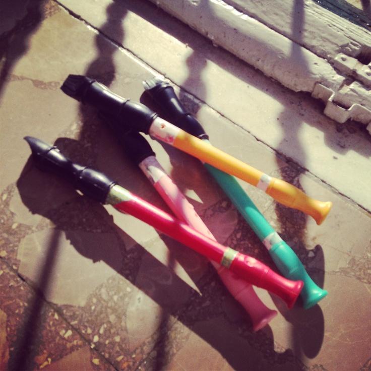 Flautas de colores para niños decoradas