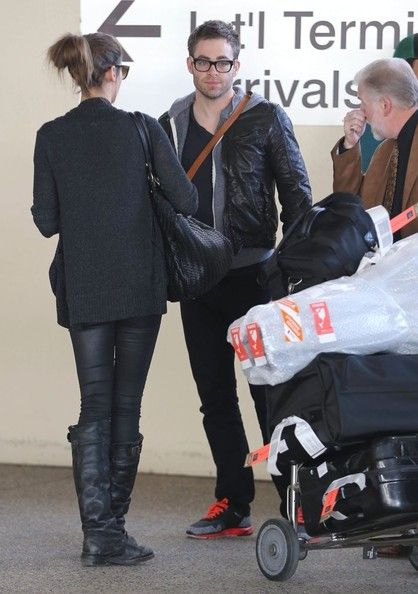 Chris Pine Photos Photos - 'Star Trek' actor Chris Pine and his girlfriend Dominique Piek arriving on a flight at LAX airport in Los Angeles, California on December 6, 2012. - Chris Pine Arriving On A Flight At LAX